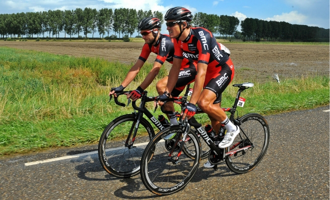 Attent voorin in openingsrit Eneco Tour
